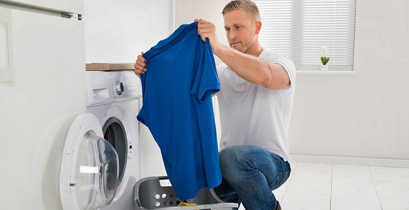 洗濯したTシャツの色落ちを気にする