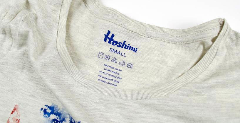 襟タグのチクチクにさよなら。Tシャツにオリジナルネームをプリント